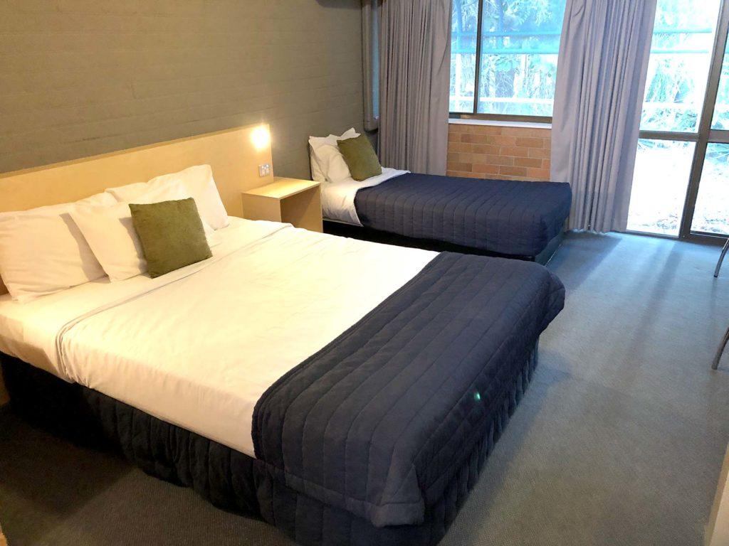 bribie-island-hotel-bellara-qld-pub-accommodation-queen-single-room3