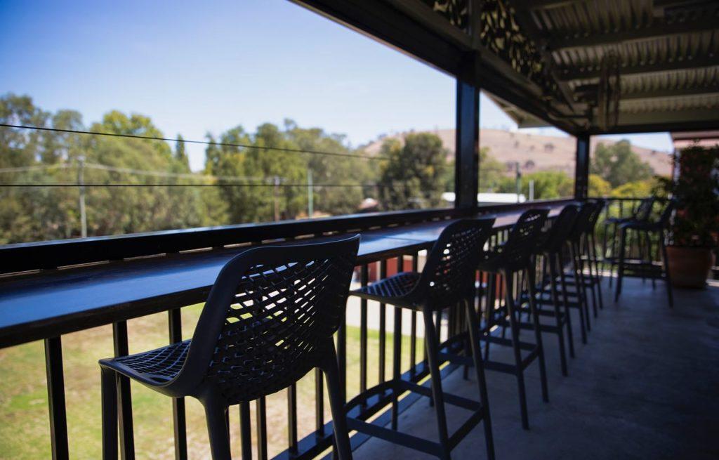 criterion-hotel-gundagai-nsw-pub-accommodation-bar-beer-garden
