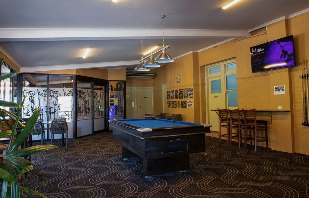 criterion-hotel-gundagai-nsw-pub-accommodation-bar-billiards