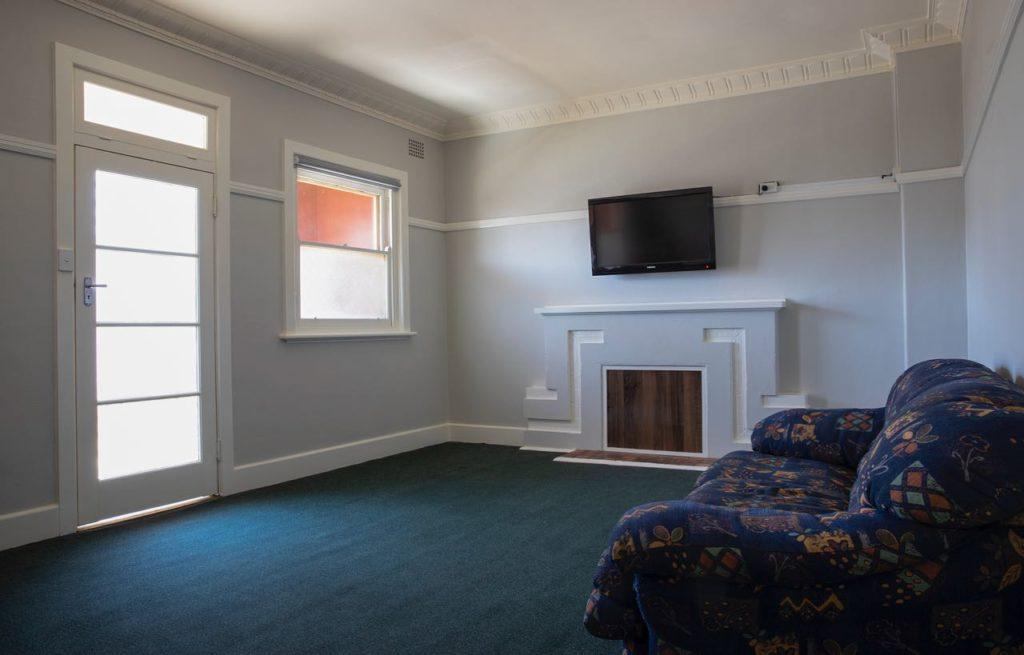 criterion-hotel-gundagai-nsw-pub-accommodation-common-area1
