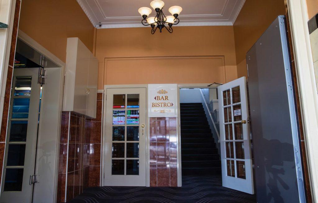 criterion-hotel-gundagai-nsw-pub-accommodation-interior2